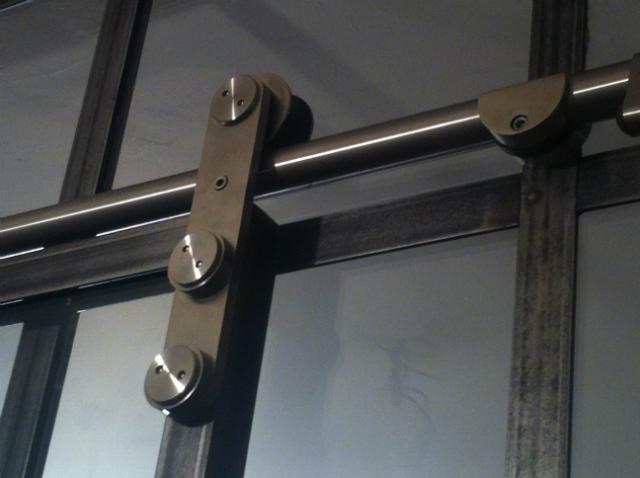 Porte coulissante atelier verri re d 39 int rieur atelier akr french design akr french design - Porte coulissante atelier ...